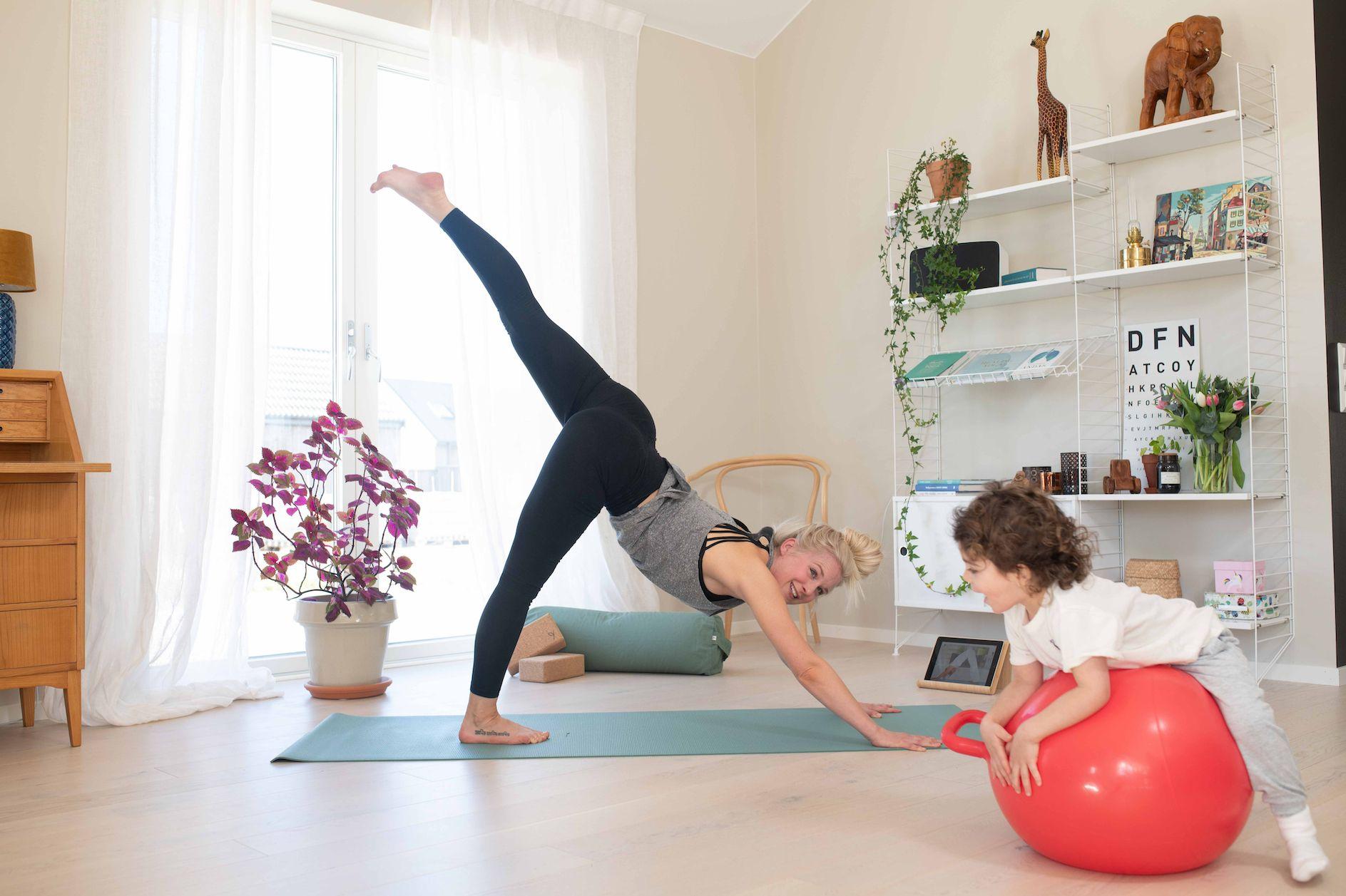 Yogobe & Teamkoncept Education<span>Yogobe erbjuder sin tjänst med videor och vägledning inom yoga, meditation, stresshantering och träning till Sveriges skolor. Detta är 100% subventionerat från Yogobe och Teamkoncept Education för att hjälpa såväl pedagoger som barn och ungdomar att må bra fysiskt och mentalt.</span>
